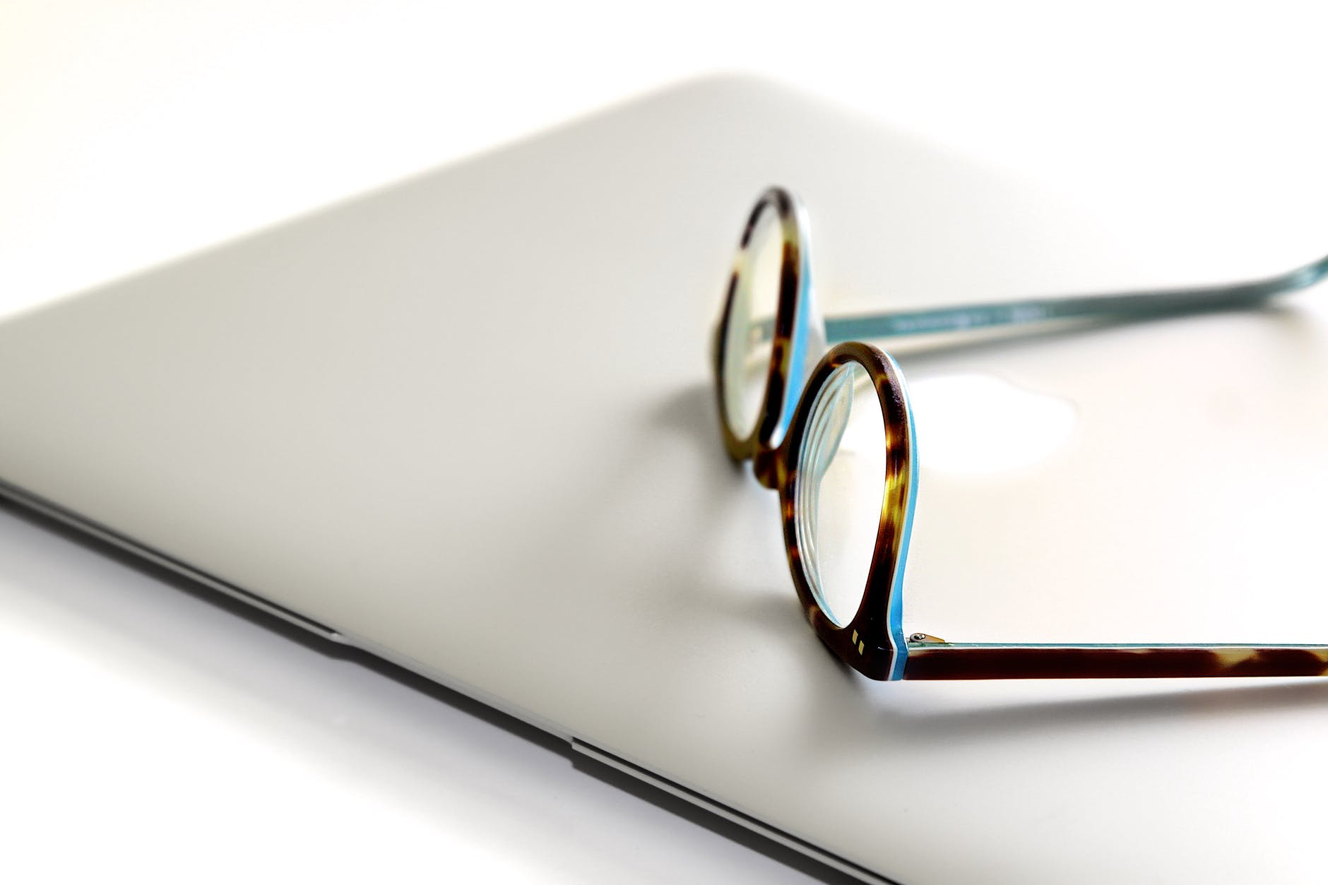 Ready for ANew Vision? 10 Signs You Need Eyeglasses